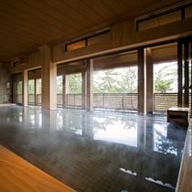 離れスパ「海音の森」檜の浴槽