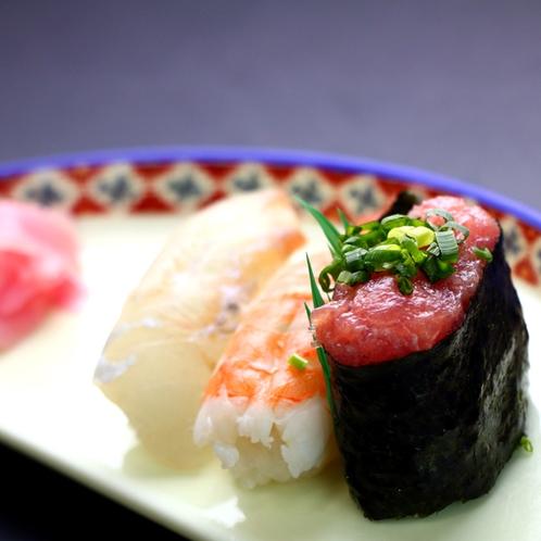 握り(季節の寿司三貫)_季節の魚を握り寿司にしてお出しします。