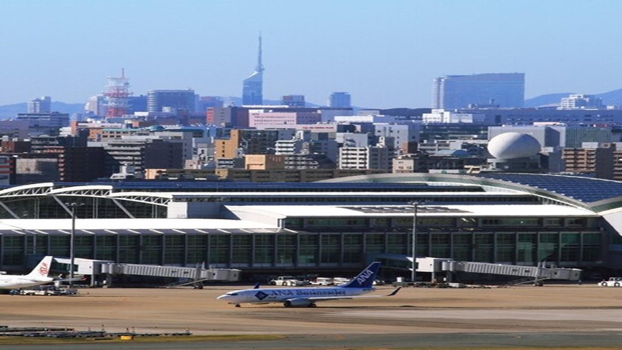 福岡空港(昼)