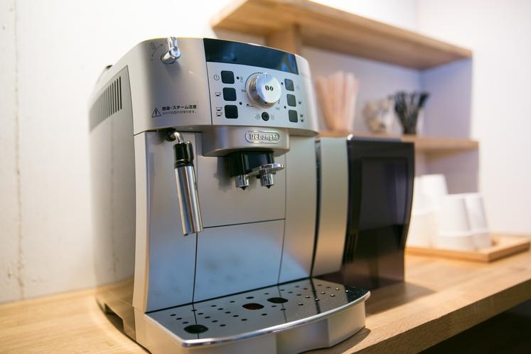フロントロビーには、24時間いつでも使挽きたてコーヒーが無料で楽しめます。