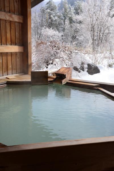 冬の貸切露天風呂 風の湯