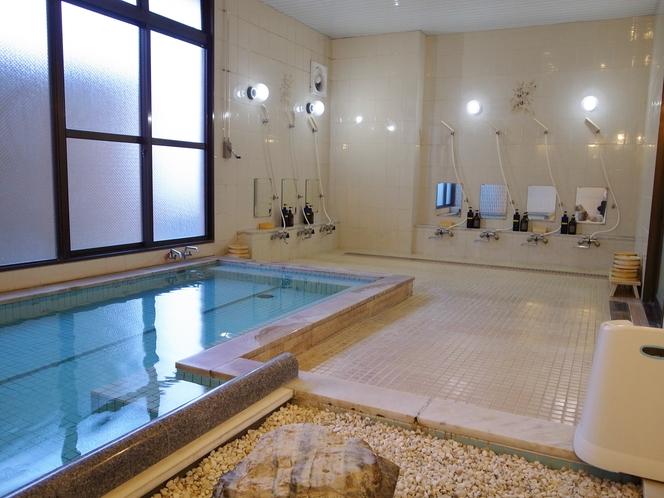 男性大浴場(純銀イオン装置風呂で温泉効果)