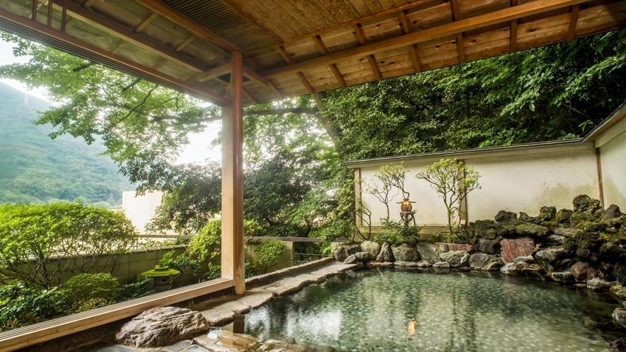 本館仙景にある露天風呂は男女時間交代制
