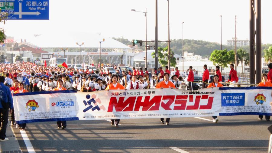 那覇マラソン 毎年12月に行われる沖縄最大のマラソン大会 OCVB