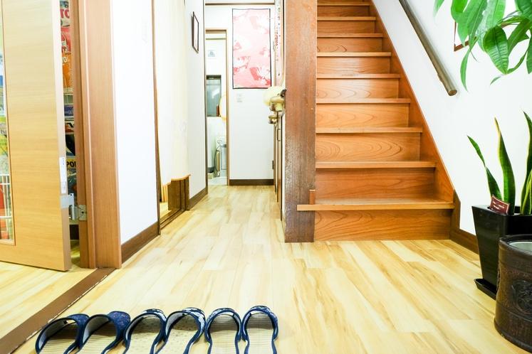 玄関 2階への階段