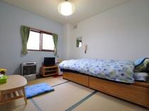 【和室5~6畳・ベッド付(バス無・トイレ無・冷房無)】畳のお部屋ですが、ベッドにてお休みできます。
