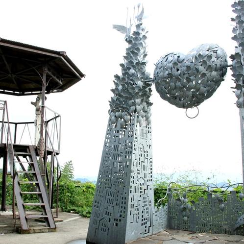 当館から車で10分の八木山展望台。カップルでこの鐘を鳴らすと幸せになると言われています。