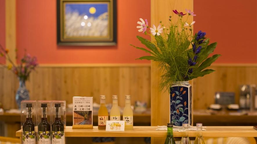 十津川村の名産品や奈良の地酒・おすすめ商品など各種お土産も取り揃えております。