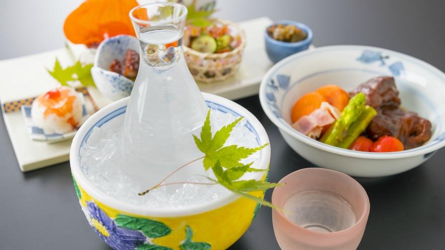 千慶自慢のお料理とともにきんきんに冷えた地酒をご堪能くださいませ。