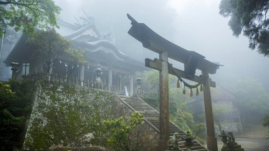 【玉置神社】役行者や弘法大師も修行に立ち寄ったと言われ、世界遺産の大峯奥駈道の行場でもある。