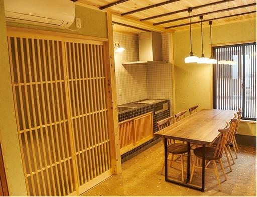 【素泊まり】京の下町で京都暮らしを体験!世界遺産・西本願寺近くの和モダンな1棟貸し町家