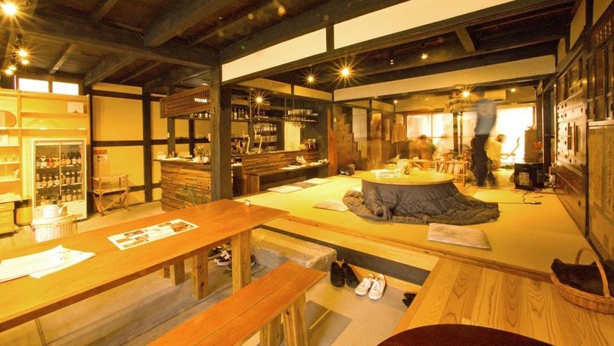 ・カフェバー:地元のお酒やビール、日本酒、 ワインなどが楽しめます
