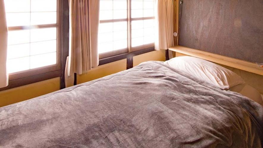 ・ドミトリー:シングルベッドを配置した引き戸付独立スペース
