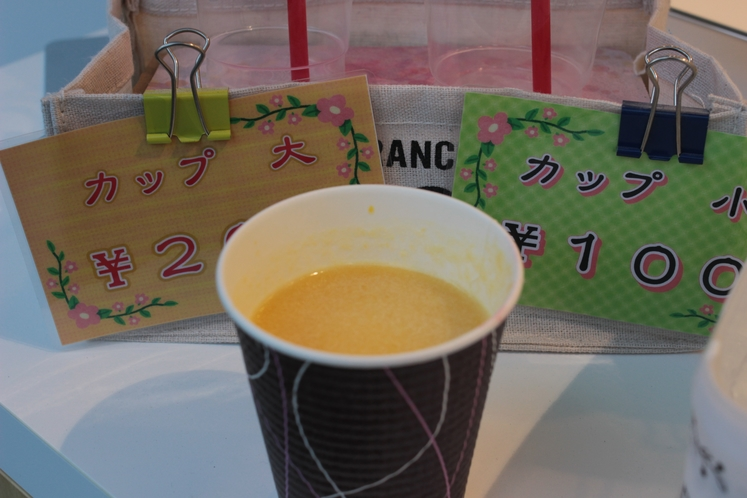 とってもリーズナブルで一杯100円です!(^^)!