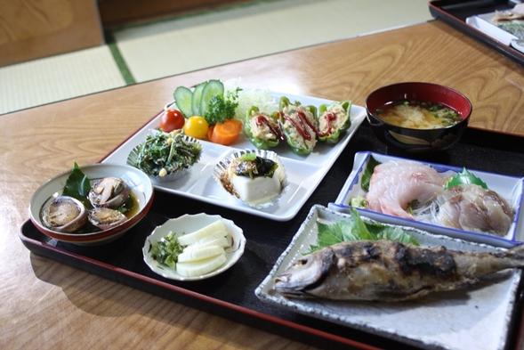 【1泊2食付】 地元の素材を使ったお料理を満喫!