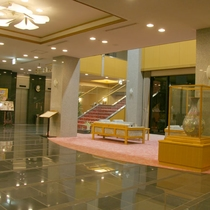 *【ロビー】佐賀県重要無形文化財の伝統工芸名尾和紙を飾っています。