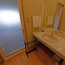*【和室15畳・洗面台】広々とした洗面台なので女性の方でもゆったりご準備いただけます。