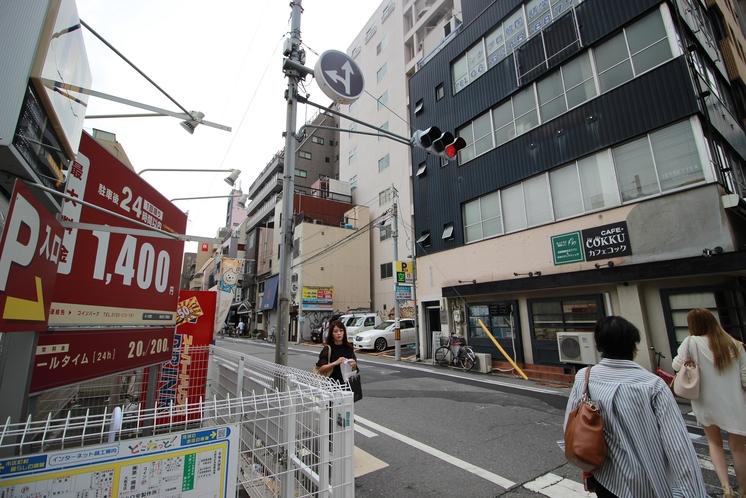 長堀橋駅6番出口の左側