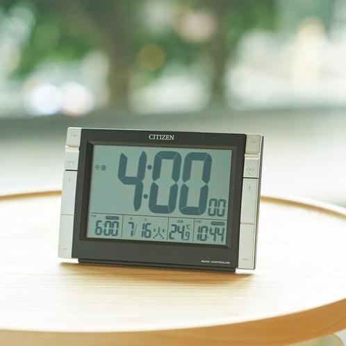 【客室・備品】目覚まし時計で忙しい朝にも