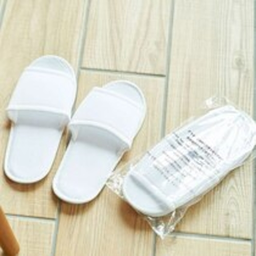 【客室・備品】使い捨てタイプの清潔スリッパ