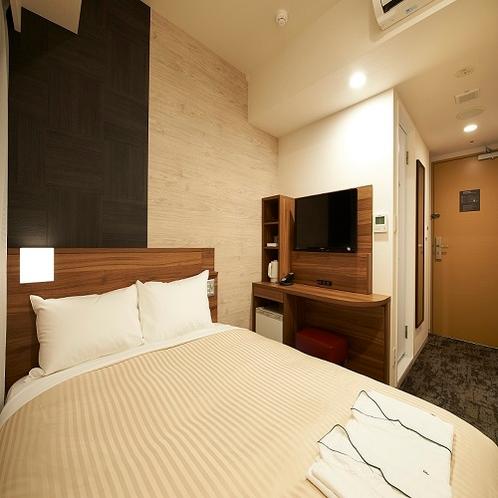 【客室】ダブルルーム<11.9m2~13.5m2>シーリー製ダブルベッド幅140cm