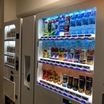 2階にはアルコール、ソフトドリンクの自動販売機をご用意しております。