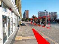 ◆新浦安駅「D」のりば案内8◆右手の赤枠がバス停