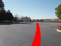◆ランドバスのりば道順4◆建物方向へ直進。右手に駐車場