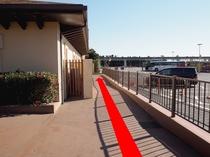◆シーのバスのりば道順3◆駐車場内の通路を直進