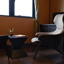 雪見:このお部屋も琵琶湖を望める半面窓です。プライベートは大切に、お部屋を明い空間につつみます。
