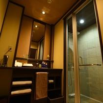 秋雲:お市を除く全室シャワールーム完備。タイル張りの高級感あふれるおしゃれなシャワールーム。