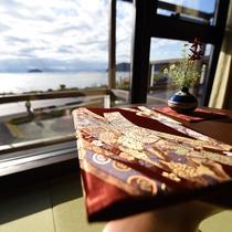 琵琶湖の景色のうつくしさと和にこだわったお部屋がお二人の大切な時間を素敵に演出してくれます。
