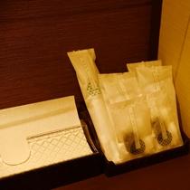 淡海:アメニティも各部屋取り揃えております。和のパッケージで、かわいらしいデザインのアメニティです。