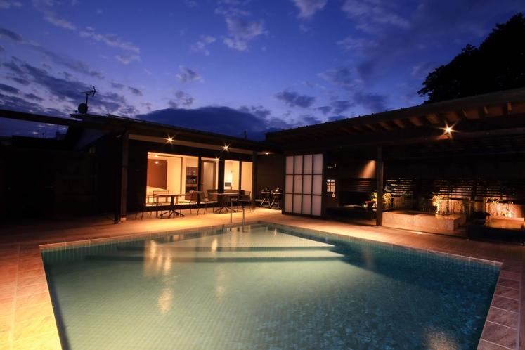 【プール】表情を変える空を眺めながら、あなただけのプライベートプールで夕涼み