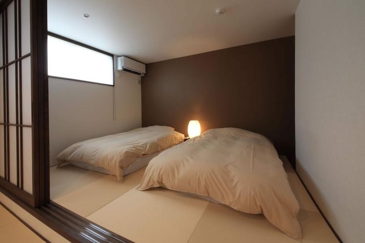 【ベッドルーム】いつでも、お好きな時に。寝転んで旅の疲れを癒す休日