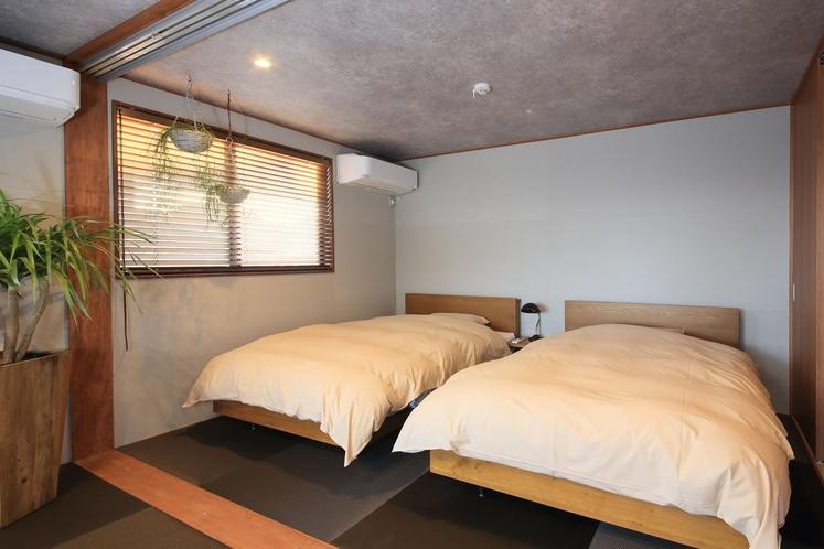 【ベッドルーム】和のナチュラル空間に、心もリフレッシュ!あなたらしいリゾートステイをお楽しみください