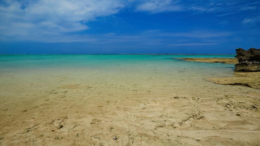 圧倒的な透明感を誇る長浜ビーチは、眺めるだけでも十分に堪能いただけます。