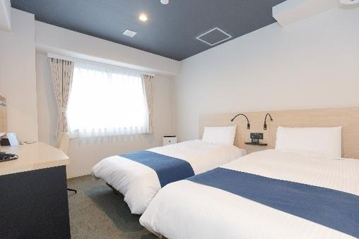 【禁煙】3〜4名様ツインルーム/ベッド幅110cm/17平米
