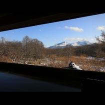 2Fの大きな窓からは磐梯山が綺麗に見える特等席