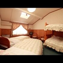 4名様までご利用いただける2段ベッドのお部屋