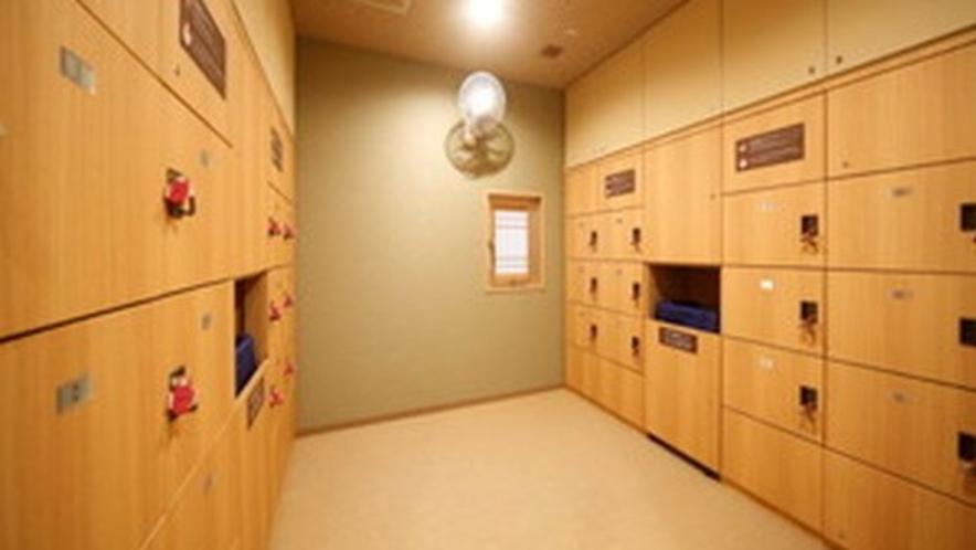 ◇女性大浴場脱衣所 広々とした脱衣所 ロッカー数24台