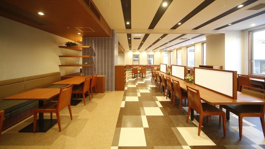 レストラン会場は広々ゆったりスペース