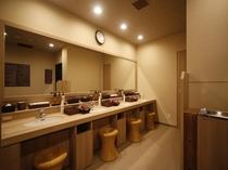 ◇女性大浴場パウダーブース ナノケアドライヤー、洗顔、クレンジング、化粧水、乳液、コットン、綿棒など