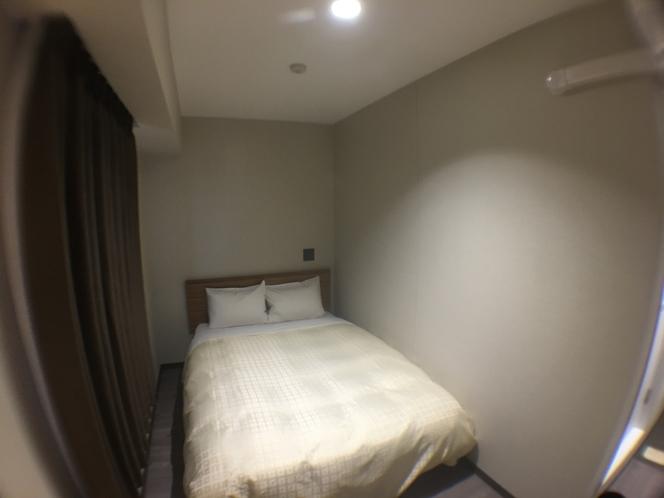 ☆セミダブルルーム☆全室140センチ幅のベッドを設置しております♪