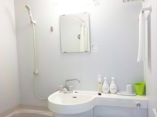 ☆バスルーム☆白を基調にした清潔感あるバスルームです♪