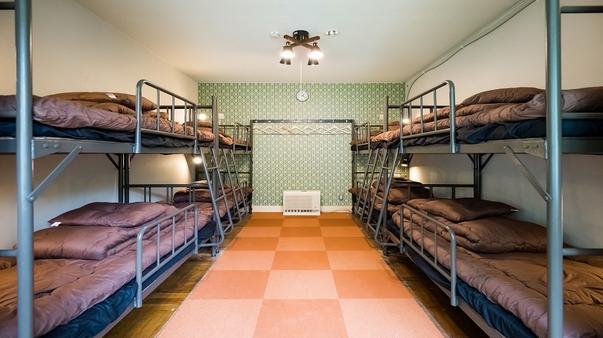 8名ドミトリー2段ベッド(貸切) 共同バスルーム