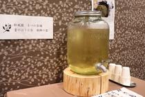湯上りにまつの茶舗の青のほうじ茶(飛騨の露)をお召し上がりください。