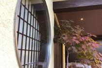 玄関エントランス丸窓