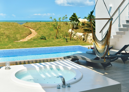 【2連泊プラン】 温水プライベートプール付き ワンランク上のスイートヴィラ一棟貸し