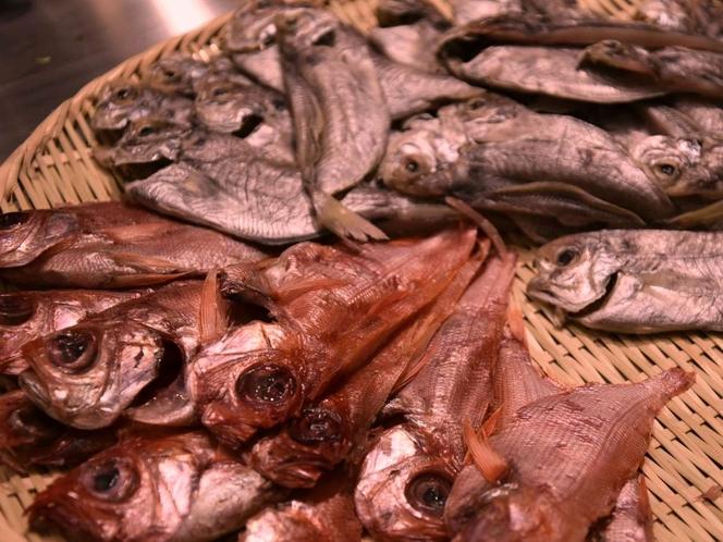 朝食はお好きな干物をチョイス♪金目鯛・えぼ鯛・アジ・カマス等をご用意。目の前で焼いてアツアツ!!